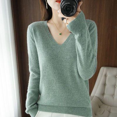 秋冬新款V领针织衫女显瘦简约非羊绒套头毛衣短纯色长袖打底上衣