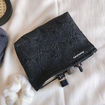 简约化妆包便携高级感收纳包玫瑰花纹护肤品洗漱包简约旅行大容量