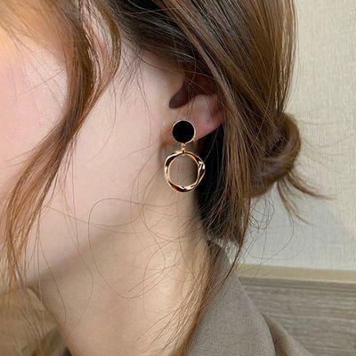 68953/日韩圆圈耳环女气质高级感银针防过敏黑色耳钉港风网红潮设计感
