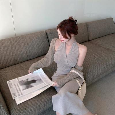 灰色针织挂脖连衣裙女夏季2021新款辣妹收腰露背开叉中长款裙子潮