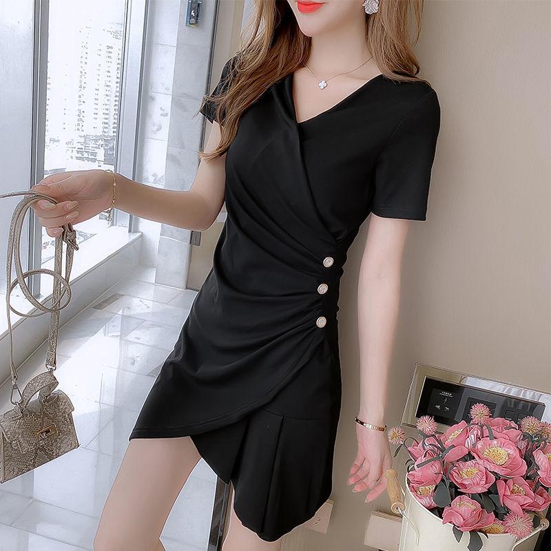 热卖新款2021年新款气质女人味连衣裙V领小黑裙连衣裙收腰显瘦小