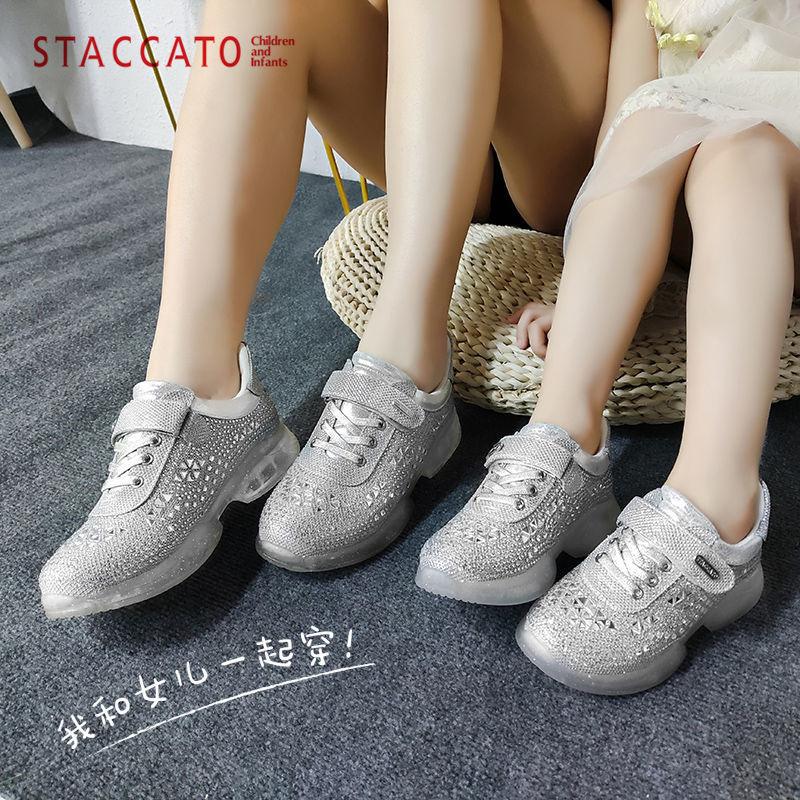 专柜同款,和女儿一起穿:百丽 思加图 闪钻运动亲子鞋