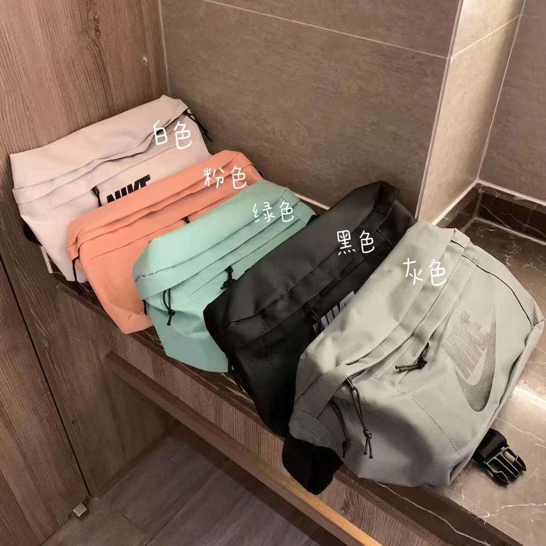 潮牌男款女款运动斜挎包原厂尾单运动背包单肩包黑白两色数量有限