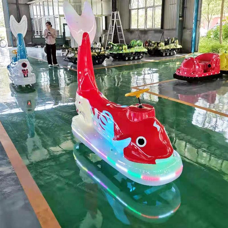 新款广场公园摆摊电动发光发亮亲子儿童双人海豚碰碰车玩具车