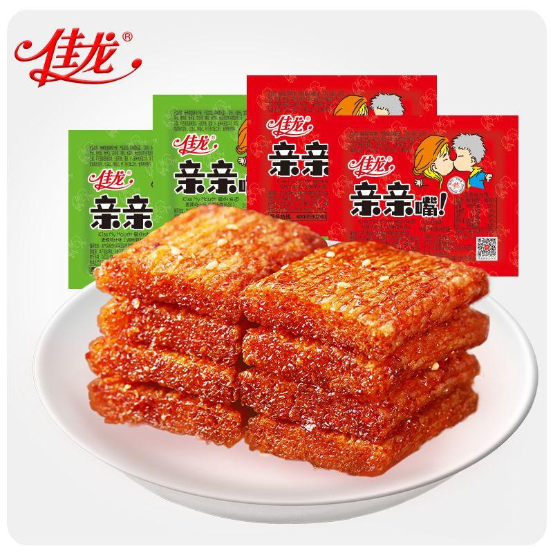 佳龙亲亲嘴辣条零食大刀肉辣条批发一箱网红零食辣片辣条大礼包