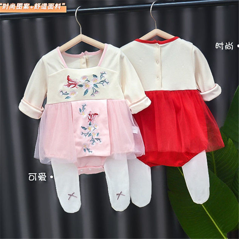 网红婴儿衣服春装女宝宝包屁衣春秋套装可爱公主百天新生儿连体衣