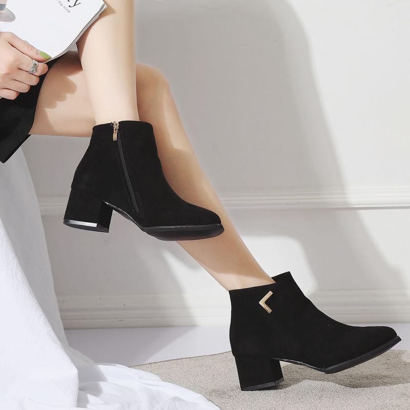 秋冬新款高跟粗跟尖头韩版女鞋短靴吊坠马丁靴性感裸靴女靴子