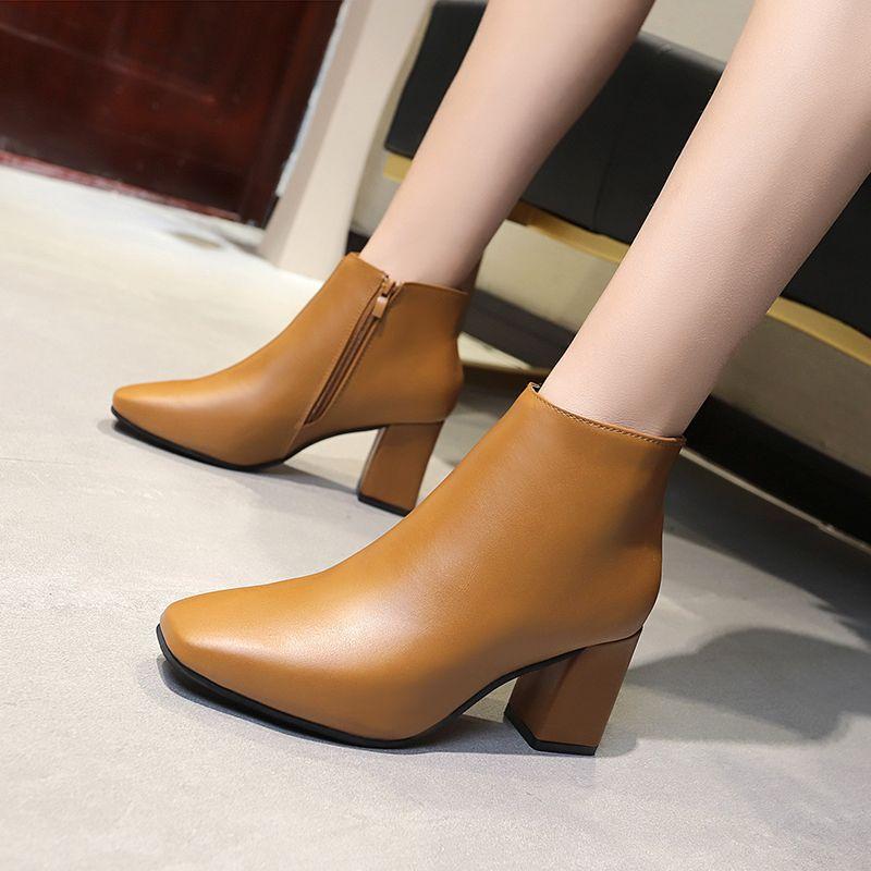 粗跟短靴女2021秋冬新款百搭中跟短筒英伦风帅气马丁靴女潮小皮鞋