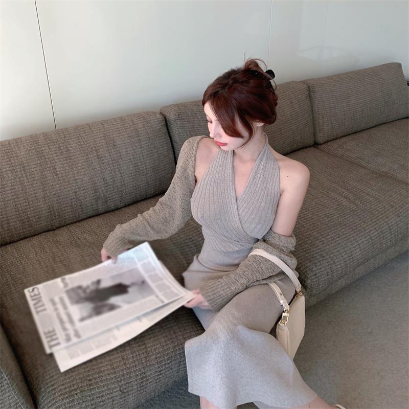 灰色针织挂脖连衣裙女夏季2021新款辣妹收腰露背开叉中长款裙子潮主图0